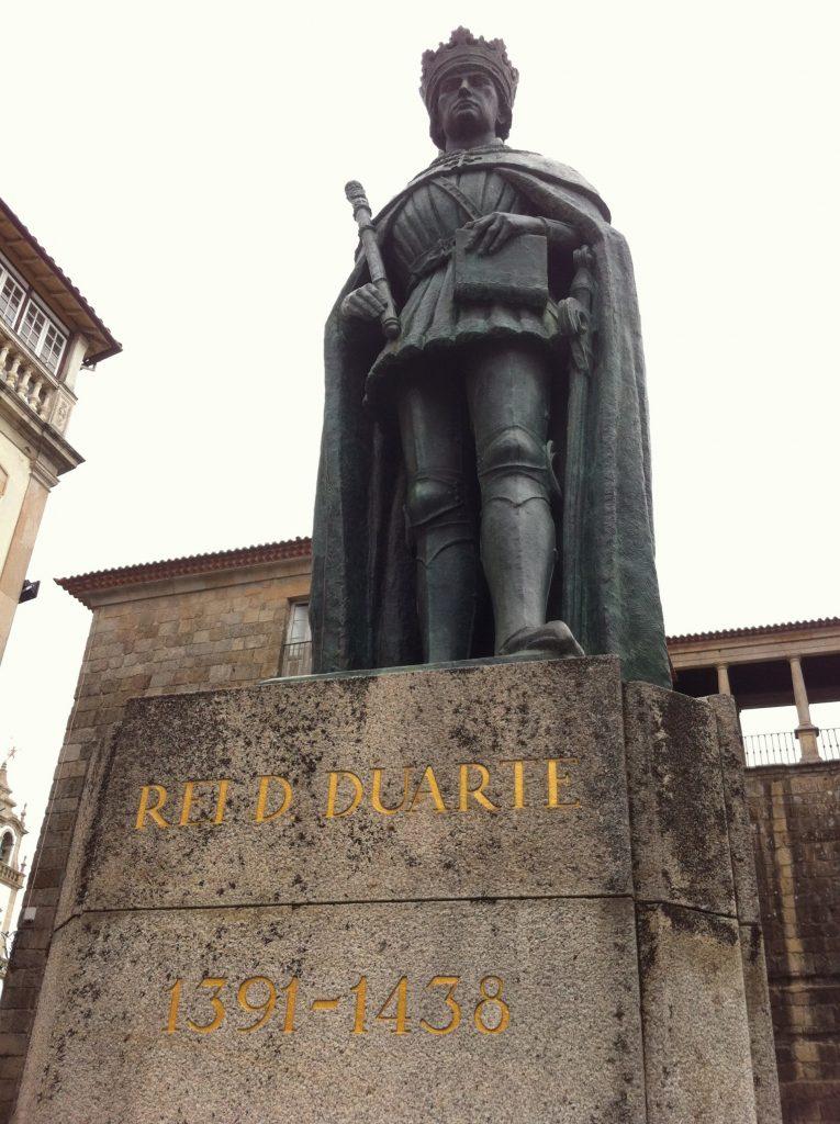 Estátua do Rei D. Duarte em Viseu, foto do autor 2012
